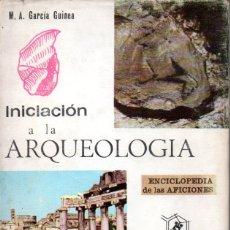 Libros de segunda mano: GARCIA GUINEA : INICIACIÓN A LA ARQUEOLOGÍA (SANTILLANA, 1964). Lote 167494772