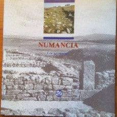 Libros de segunda mano: NUMANCIA. GUÍA DEL YACIMIENTO. A. JIMENO, J.J. FERNÁNDEZ Y M.L. REVILLA. Lote 181090781