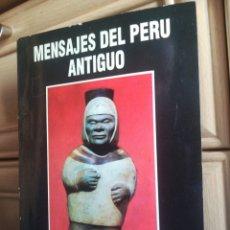 Libros de segunda mano: MENSAJES DEL PERÚ ANTIGUO MUSEO ARQUEOLOGICO CASSINELLI PERÚ 1994. Lote 199144162