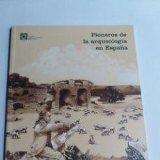 Libros de segunda mano: PIONEROS DE LA ARQUEOLOGÍA EN ESPAÑA DEL SIGLO XVI A 1912 EXPOSICIÓN ARQUEOLOGÍA. Lote 213661242