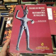 Libros de segunda mano: FIGURES DE BRONZE A LA PROTOHISTÒRIA DE MALLORCA . JOANA MARIA GUAL . 1ª EDICIÓ 1993 .. Lote 218445280