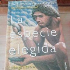 Libros de segunda mano: LA ESPECIE ELEGIDA DE ARSUAGA LA LARGA MARCHA DE LA EVOLUCIÓN HUMANA. Lote 224432636