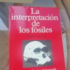 Libros de segunda mano: LA INTERPRETACIÓN DE LOS FÓSILES POR ROGER LEWIN,. Lote 226256590