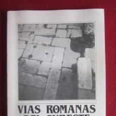 Libros de segunda mano: VIAS ROMANAS DEL SUROESTE. ACTAS DEL SYMPOSIUM CELEBRADO EN MURCIA 10/1986.. Lote 236581875