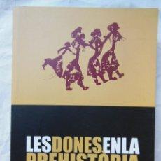 Libros de segunda mano: LES DONES EN LA PREHISTORIA. 2006. Lote 261563285
