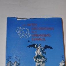 Libros de segunda mano: LAS ARTES DECORATIVAS EN EL URBANISMO ESPAÑOL. RM63115-V. Lote 39188123