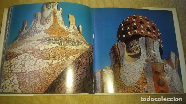 Libros de segunda mano: Muy raro libro de Park guell gaudi ediciones polígrafa 2 edición año 1971 con fotografías miren foto - Foto 5 - 64378555