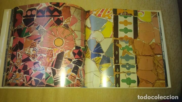 Libros de segunda mano: Muy raro libro de Park guell gaudi ediciones polígrafa 2 edición año 1971 con fotografías miren foto - Foto 8 - 64378555