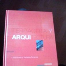 Libros de segunda mano: TERRACOTA Y ARQUITECTURA SOLUCIONES EN FACHADAS TERRACOTA . Lote 124000063