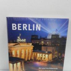 Libros de segunda mano: BERLIN ARTE Y ARQUITECTURA EDELGARD ABENSTEIN HF ULLMANN 2009 ESPAÑOL INGLÉS A ESTRENAR PLASTIFICADO. Lote 142427778