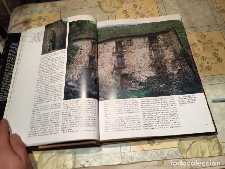 Libros de segunda mano: LA CASA RURAL A CATALUNYA. CASES AÏLLADES I CASES DE POBLE año 1998 - Foto 5 - 156629930