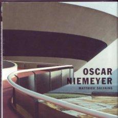Libros de segunda mano: OSCAR NIEMEYER. MATTHIEU SALVAING. MADRID. H.KLICZKOWSKI. 2004.. Lote 157205670