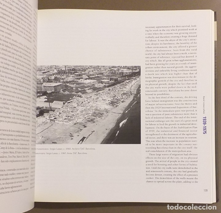 Libros de segunda mano: Barcelona contemporánea. 1856 – 1999. Español & English. 24 cm. CCCB. Ilustrado!! Muy buen estado - Foto 4 - 175506933