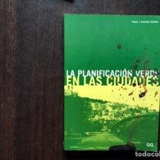 Libros de segunda mano: LA PLANIFICACIÓN VERDE EN LAS CIUDADES. PEDRO J. SALVADOR PALOMO. Lote 181660112