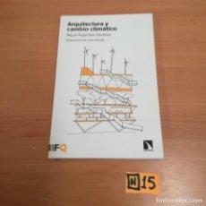 Libros de segunda mano: ARQUITECTURA DE CAMBIO CLIMÁTICO. Lote 184447655