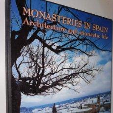 Libros de segunda mano: MONASTERIOS EN ESPAÑA. ARQUITECTURA Y VIDA MONASTICA PEDRO NAVASCUES PALACIO / DOMI MORA. Lote 219511292