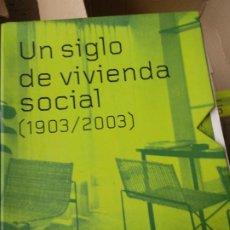 Libros de segunda mano: UN SIGLO DE VIVIENDA SOCIAL, 1903-2003: [EXPOSICIÓN]. Lote 235935270