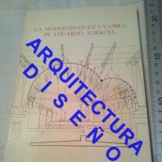 Livres d'occasion: LA MODERNIDAD EN LA OBRA DE EDUARDO TORROJA ARQUITECTURA AQ11. Lote 237512945