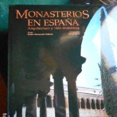 Livros em segunda mão: MONASTERIOS EN ESPAÑA ARQUITECTURA Y VIDA MONASTICA CON PROTECTOR DE LIBRO. Lote 262534970
