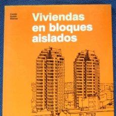 Libros de segunda mano: VIVIENDAS EN BLOQUES AISLADOS - ENRICO CAMBI - EDITORIAL GUSTAVO GILI.. Lote 269168963