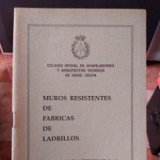 Libros de segunda mano: MUROS RESISTENTES DE FÁBRICAS DE LADRILLOS COLEGIO OFICIAL DE APAREJADORES Y ARQUITECTO DE CÁDIZ. Lote 277001723
