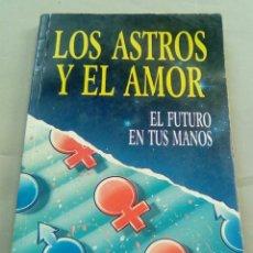 Libros de segunda mano: LOS ASTROS Y EL AMOR. EL FUTURO EN TUS MANOS. Lote 107806447