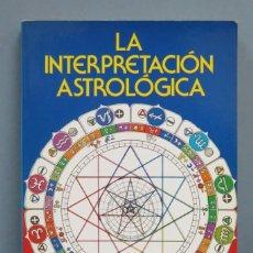 Libros de segunda mano: LA INTERPRETACIÓN ASTROLOGICA. DEMETRIO SANTOS. Lote 180416041