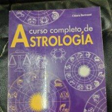 Libros de segunda mano: CURSO COMPLETO DE ASTROLOGIA ( CHIARA BERTRAND ) EDITORIAL DE VECCHI. Lote 218098362