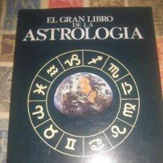 Libros de segunda mano: EL GRAN LIBRO DE LA ASTROLOGÍA DEREK Y JULIA PARKER ED DEBATE 1972 1ª EDICIÓN ESOTERISMO ADIVINACIÓN. Lote 225855005