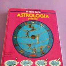 Libros de segunda mano: GENIAL. EL LIBRO DE LA ASTROLOGIA PRÁCTICA. CIRCULO DE LECTORES 1989.. Lote 228619690