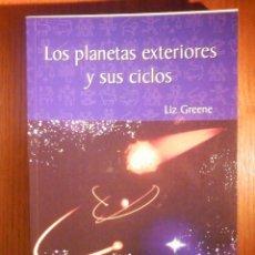 Libros de segunda mano: LOS PLANETAS EXTERIORES Y SUS CICLOS - LIZ GREENE - RBA 1983. Lote 233320960