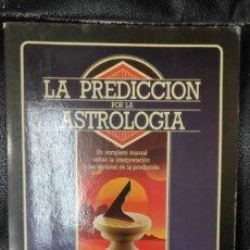 Libros de segunda mano: LA PREDICCION POR LA ASTROLOGIA ( UN COMPLETO MANUAL SOBRE LA INTERPRETACION Y TECNICAS PREDICCION. Lote 235734235