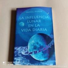 Libros de segunda mano: LA INFLUENCIA LUNAR EN LA VIDA DIARIA. DANIEL PHARR. 2001. 244 PAGS.. Lote 257934300