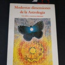 Libros de segunda mano: MODERNAS DIMENSIONES DE LA ASTROLOGIA ( LOS CICLOS Y NUESTRAS RELACIONES ) STEPHEN ARROYO 1987. Lote 294175003