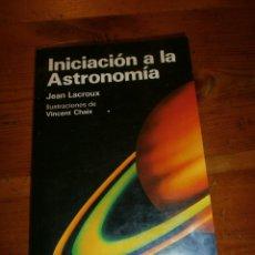 Libros de segunda mano: INICIACION A LA ASTRONOMIA / JEAN LACROUX / 1987. Lote 40601047