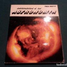 Libros de segunda mano: INICIACIÓN A LA ASTRONOMÍA - LIBRO DE FRED HOYLE - H. BLUME EDICIONES 1ª EDICIÓN 1979 - ILUSTRADO. Lote 95795631
