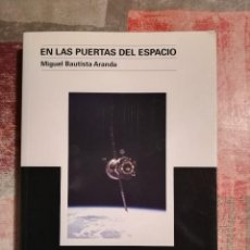 Libros de segunda mano: EN LAS PUERTAS DEL ESPACIO - MIGUEL BAUTISTA ARANDA. Lote 116478291