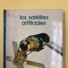 Libros de segunda mano: LOS SATELITES ARTIFICIALES - SALVAT 1973. Lote 222635977