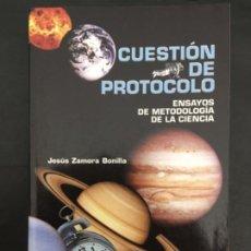 Libros de segunda mano: CUESTION DE PROTOCOLO, ENSAYOS DE METODOLOGIA DE LA CIENCIA, JESUS ZAMORA BONILLA. Lote 197173977