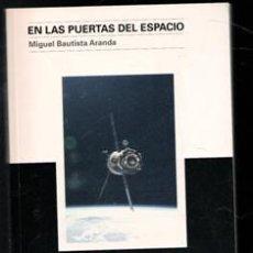 Libros de segunda mano: EN LAS PUERTAS DEL ESPACIO. MIGUEL BAUTISTA ARANDA. Lote 198834342