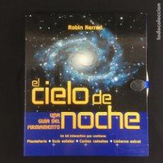 Libros de segunda mano: EL CIELO DE NOCHE-UNA GUIA DEL FIRMAMENTO-ROBIN KERROD-KIT INTERACTIVO. Lote 210246200