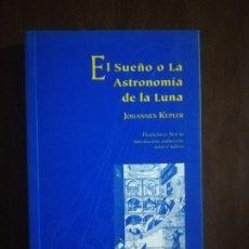 Livros em segunda mão: EL SUEÑO O LA ASTRONOMIA DE LA LUNA. JOHANES KEPLER. UNIVERSIDAD DE SEVILLA Y HUELVA. 2001.. Lote 222183137