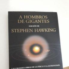 Libros de segunda mano: A HOMBROS DE GIGANTES. LAS GRANDES OBRAS DE LA FISICA Y LA ASTRONOMIA , 2004,STEPHEN HAWKING. Lote 236725340