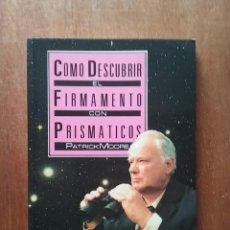 Libros de segunda mano: COMO DESCUBRIR EL FIRMAMENTO CON PRISMATICOS, PATRICK MOORE, DEBATE, 1988. Lote 240029295