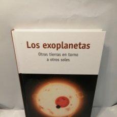 Libros de segunda mano: LOS EXOPLANETAS. OTRAS TIERRAS EN TORNO A OTROS SOLES. Lote 246074205