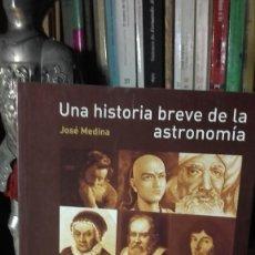 Libros de segunda mano: JOSE MEDINA: UNA HISTORIA BREVE DE LA ASTRONOMIA, (UNIVERSIDAD DE ALCALA, 2008).. Lote 246338085