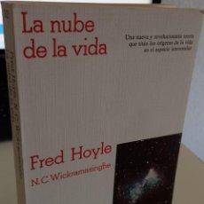 Libros de segunda mano: LA NUBE DE LA VIDA - HOYLE, FRED. Lote 265166414
