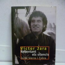 Libros de segunda mano: VICTOR JARA - REBENTANT ELS SILENCIS, DE JORDI SIERRA I FABRA (EDITAT PER CRUILLA 1999). Lote 39692892
