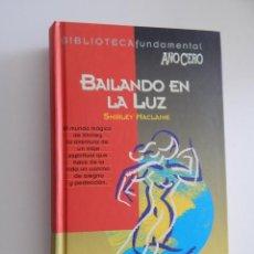 Libros de segunda mano: BAILANDO EN LA LUZ - SHIRLEY MACLAINE, 1994. Lote 171614332