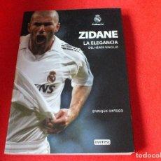Libros de segunda mano: REAL MADRID ZIDANE ENTRENADOR CLUB DE FUTBOL LIBRO PRODUCTO OFICIAL. Lote 78927473